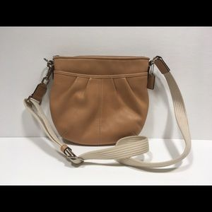 Coach Leather Pleated Swingpack No F42833 Natural